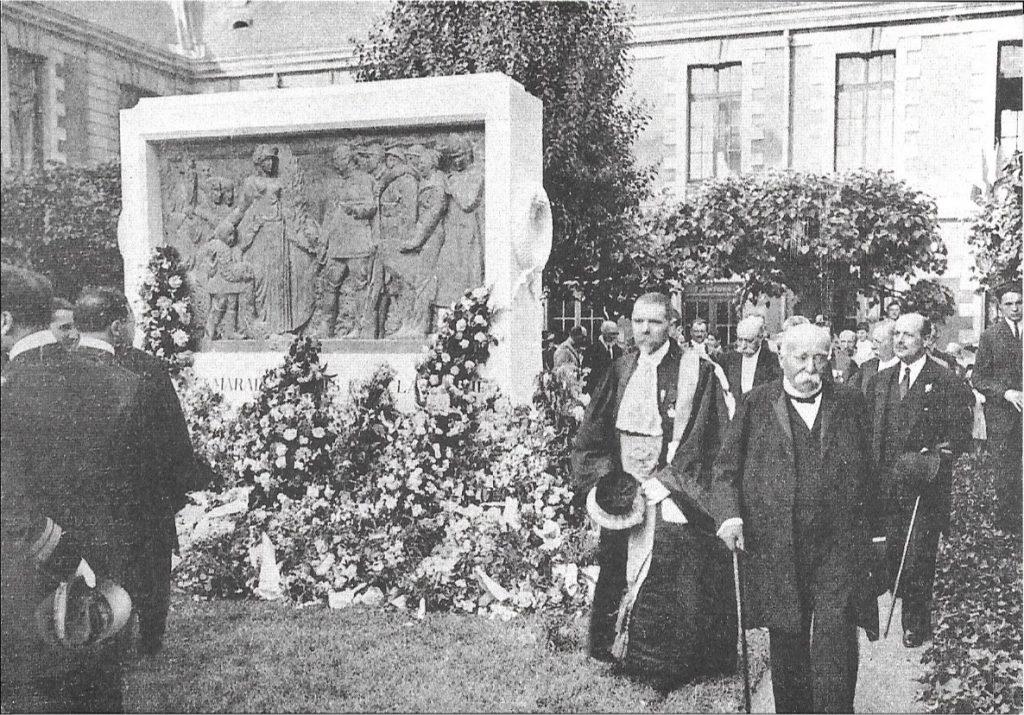 Clemenceau cour d'honneur 27 mai 1922 L'Illustration