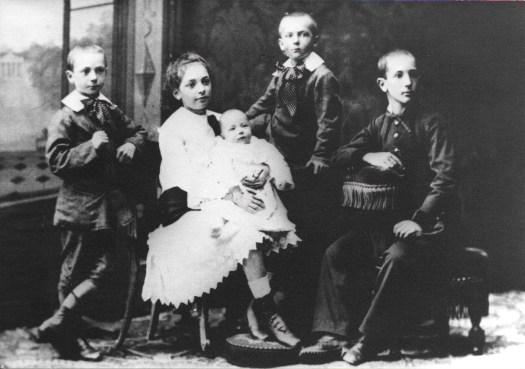Enfants Amieux vers 1879 Lorec