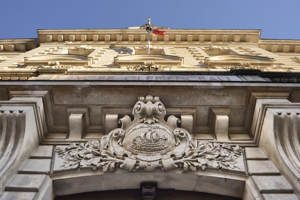 Le lycée Clemenceau fronton devise ville Nantes favorise les voyageurs Favet Neptunus eunti bestrd